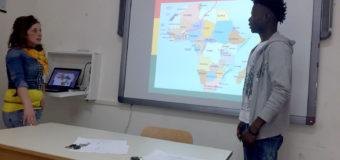 Dialoghi interculturali tra studenti e rifugiati : l'impegno della scuola per l'inclusione sociale dei migranti