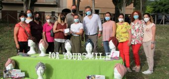 """""""FOR YOUR SMILE"""" I copricapo delle donne rifugiate per le pazienti oncologiche"""